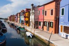Bunt gemalte Häuser auf Burano, Venedig, Italien Lizenzfreies Stockfoto