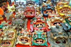 Bunt gemalte traditionelle hölzerne schnitzende Maske Stockfoto