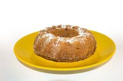 Bunta tort na żółtym talerzu Fotografia Royalty Free