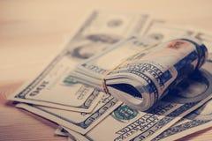 Buntar av amerikanskt pengar-/studiofotografi av USA-sedlar - Royaltyfri Fotografi
