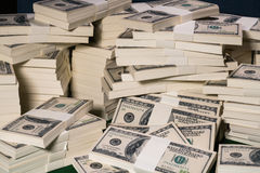 Buntar av en miljon US dollar i hundra dollarsedlar fotografering för bildbyråer