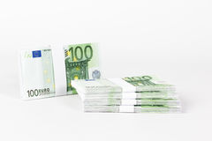 Buntar av 100 eurosedlar Royaltyfri Fotografi