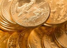Samlingen av ett uns guld- myntar arkivfoton