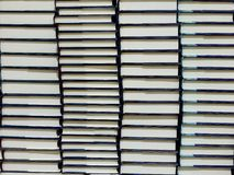 Buntar av hardcoverböcker Royaltyfria Foton