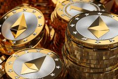 Buntar av skinande guld- Ethereum mynt Royaltyfria Foton