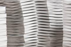 Buntar av sorterat papper arkivfoton