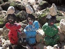 Buntar av stenar på den Tejo floden i Lissabon royaltyfri foto