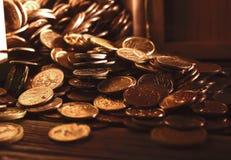 Buntar och högar av mynt Royaltyfria Bilder