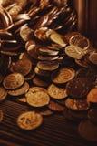 Buntar och högar av mynt Royaltyfri Foto