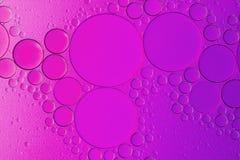 Bunte Ölblasen im Wasser Lizenzfreie Stockbilder