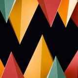 Bunte abstrakte geometrische Formen auf schwarzem Hintergrund Dreidimensionale Pyramide dreieckig Gelbes blaues rosa Malachit Lizenzfreies Stockfoto