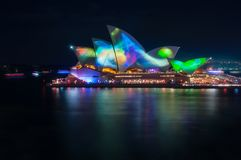 Bunte abstrakte Muster bei klarem Sydney Light Show Stockfotos