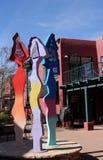 Bunte abstrakte Straßenkunstskulptur in Sedona, Arizona stockfotos