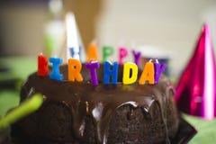 Bunte alles- Gute zum Geburtstagkerzen Stockfoto