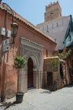 Bunte alte Straßen von Marrakesch Medina, Marokko lizenzfreie stockfotos