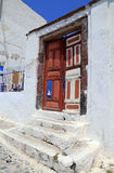 Bunte alte Tür in Santorini stockfotos