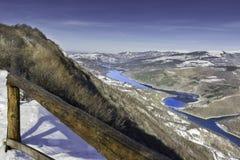 Bunte Ansicht am haarscharfen, reflektierenden Zavoj See Lizenzfreie Stockbilder