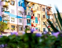 Bunte Architektur von Tirana Stockfotografie