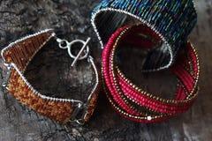 Bunte Armbänder Stockbilder