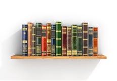 Bunte Bücher auf dem hölzernen Regal Lizenzfreies Stockfoto