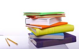 Bunte Bücher und Bleistifte Lizenzfreie Stockfotografie