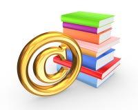 Bunte Bücher und Symbol von Copyright. Lizenzfreie Stockbilder