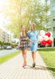 Bunte Ballone in der Straße Lizenzfreies Stockbild