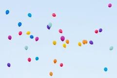 Bunte Ballone im Himmel Lizenzfreie Stockfotografie