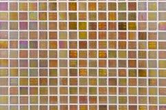 Bunte Beschaffenheit der kleinen quadratischen Fliese auf der Wand für grafisches backg Stockbild