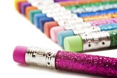 Bunte Bleistifte abgedeckt im Funkeln Stockfotografie
