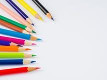 Bunte Bleistifte der Nahaufnahme auf weißem Hintergrund Lizenzfreie Stockfotografie