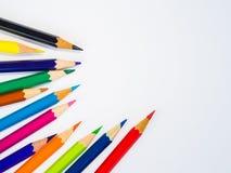 Bunte Bleistifte der Nahaufnahme auf weißem Hintergrund Lizenzfreies Stockbild