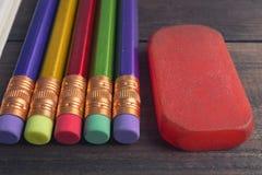 Bunte Bleistifte der Nahaufnahmeansicht Lizenzfreie Stockfotografie