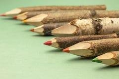 Bunte Bleistifte hergestellt vom Holz, Nahaufnahme Lizenzfreies Stockfoto