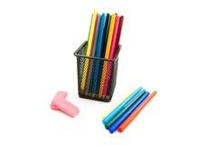 Bunte Bleistifte, Markierungen und Radiergummis Stockfotografie