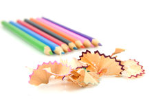 Bunte Bleistifte und Schnitzel Stockfotografie
