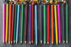 Bunte Bleistiftreihe Stockbilder