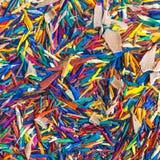 Bunte Bleistiftschnitzel für Hintergrund Stockbilder