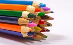 Bunte Bleistiftzeichenstifte Zurück zu Schule Stockfotos