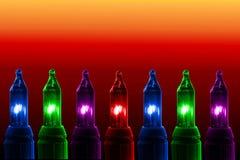 Bunte Blinklichter auf Farbhintergrund mit Kopienraum Stockbild