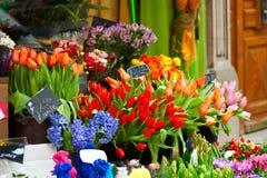 Bunte Blumen auf Markt Lizenzfreies Stockbild
