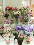 Bunte Blumen im Blumenladen Stockfotografie