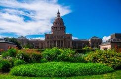 Bunte Blumen Texas State Capital Building Austins Stockbilder