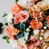 Bunte Blumen wie Rosen, Gänseblümchen, Lotossteine, Gladiole lizenzfreie stockfotografie