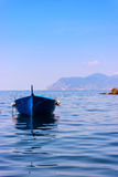 Bunte Boote in Riomaggiore Stockbilder