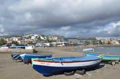 Bunte Boote am Strand Lizenzfreie Stockfotografie