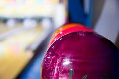 Bunte Bowlingkugeln Stockfotografie