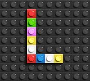 Bunte Buchstaben L des Alphabetes von Gebäude lego Ziegelsteinen auf schwarzem lego Ziegelsteinhintergrund lego Hintergrund Zeich stock abbildung