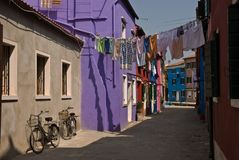 Bunte Burano Straße Lizenzfreie Stockbilder