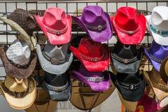 Bunte Cowboyhüte Lizenzfreie Stockbilder
